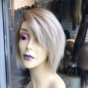 Short wispy blonde bob 27/613